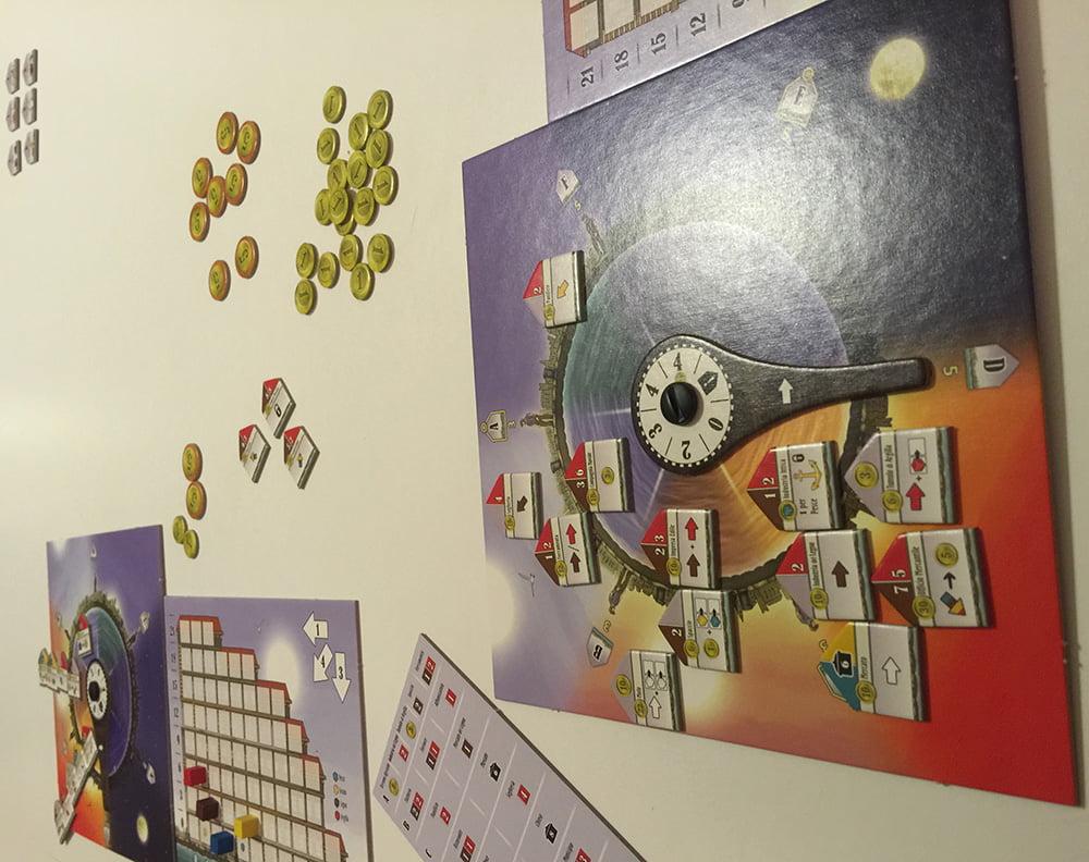 Le plance cominciano a riempirsi: non perdete di vista gli edifici dell'avversario che sono nelle zone contraddistinte dai bonus più alti!