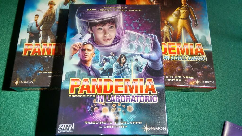 Pandemia con le due espansioni in versione italiana (Asterion Press).