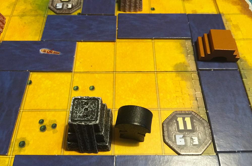 Il giocatore nero è riuscito a fondare questo distretto e in più ci ha costruito anche un tempio.