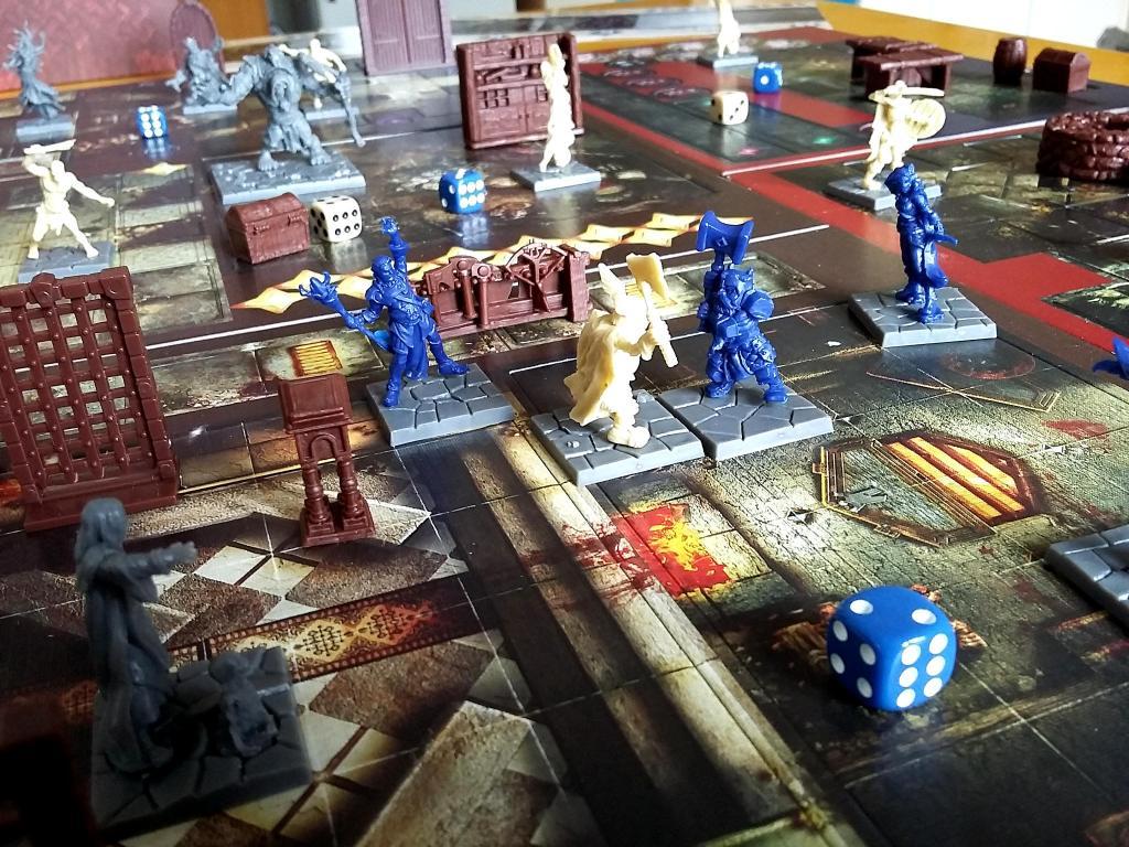 L'ultima foto la pubblichiamo con le miniature non dipinte, per darvi una visione di assieme del gioco come viene consegnato