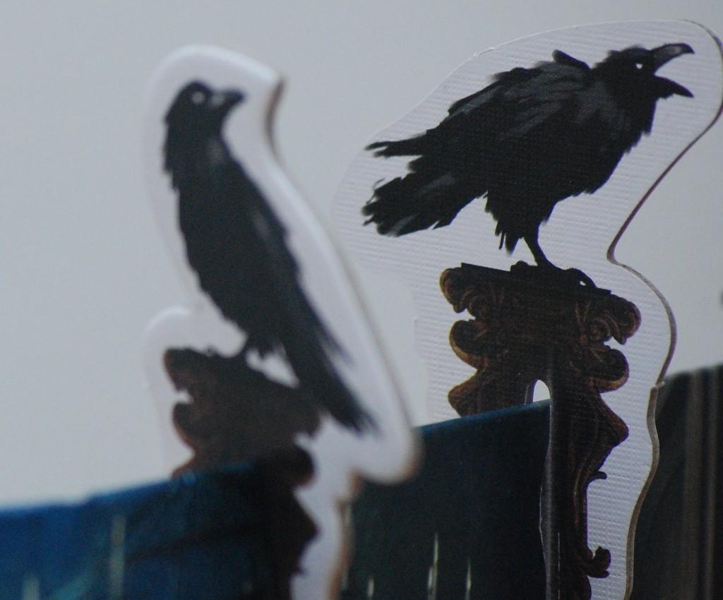 [Mysterium] I corvi neri appollaiati sullo schermo del fantasma indicano quante volte egli ha esercitato il diritto di ripescare le carte sogno: molto pittoresco!