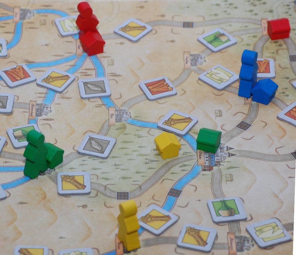 I pedoni si muovono sulla mappa e costruiscono nuovi magazzini: importante pensare a percorsi che intersechino il mono possibile con gli avversari.