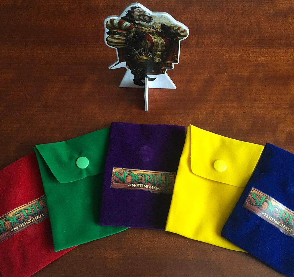 I sacchetti dei mercanti (belli colorati e facilmente distinguibili) e lo sceriffo tridimensionale.