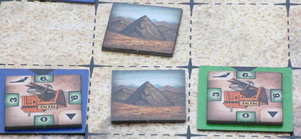 All'inizio della partita, le miniere sono le prime a comparire alle basi delle montagne.