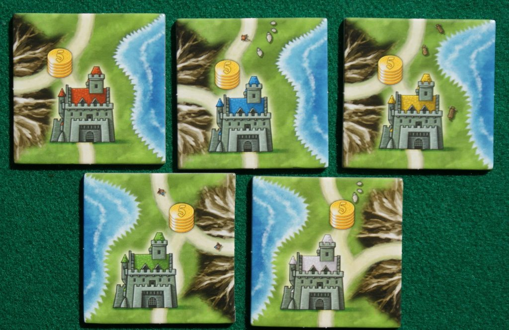 I castelli colorati dei giocatori, ovvero le tessere iniziali
