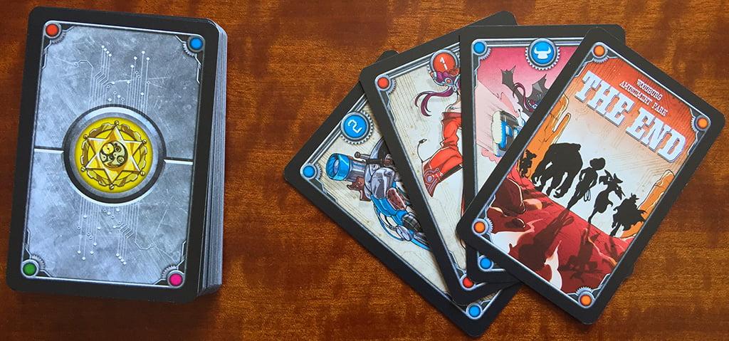 """Prepariamo i mazzi per 4 giocatori: innanzitutto distribuiamo una delle carte del mini-mazzo che abbiamo composto unendovi la carta """"The End""""."""