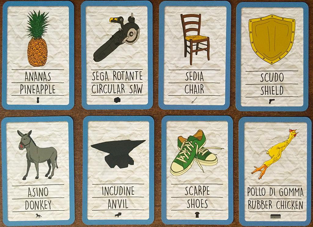 Ed ecco le carte oggetto: sono suddivise in 8 categorie diverse (contraddistinte dalla piccola icona in basso al centro) e permettono di creare i racconti più strampalati.