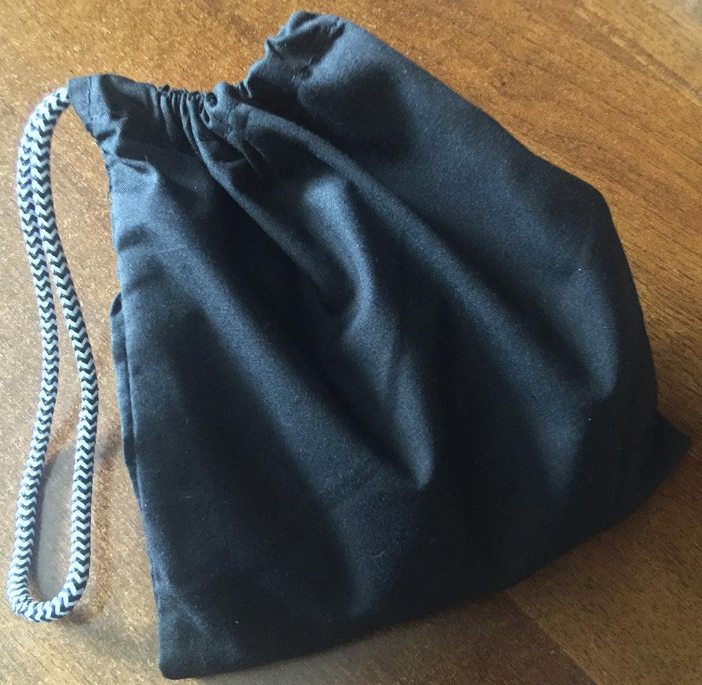 Il sacchetto in dotazione permette di mescolare ad arte le tessere prima di ogni round.