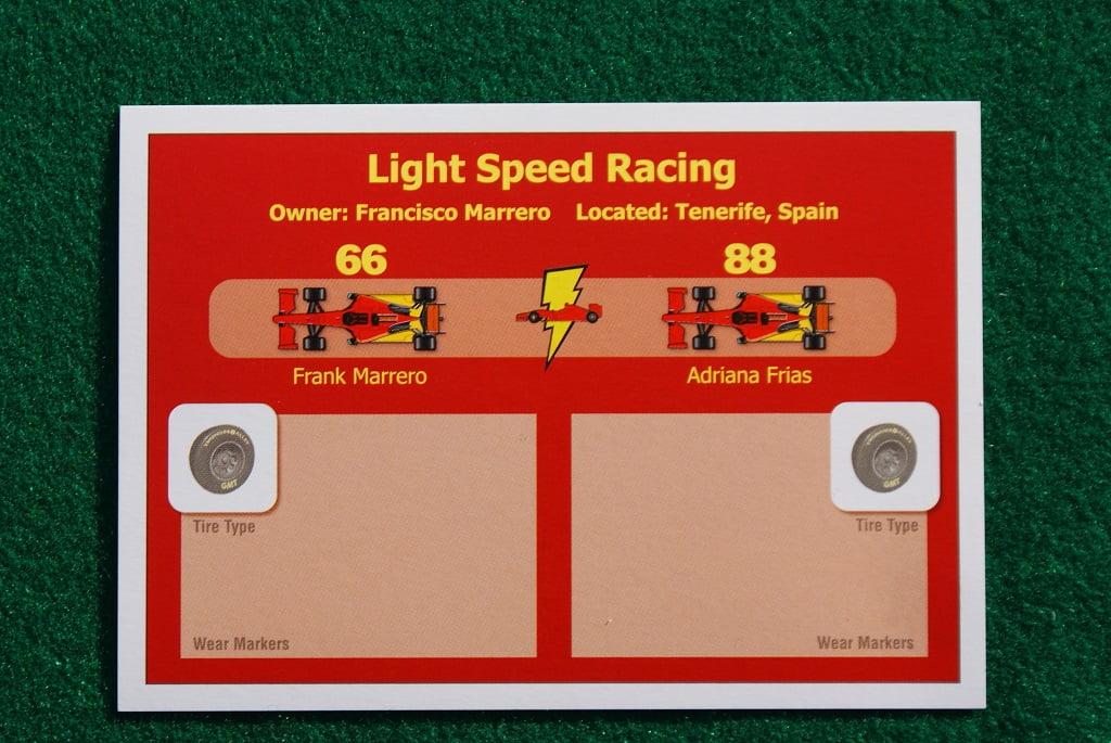 La scheda dei giocatori che ha due spazi separati, uno per ogni auto della squadra