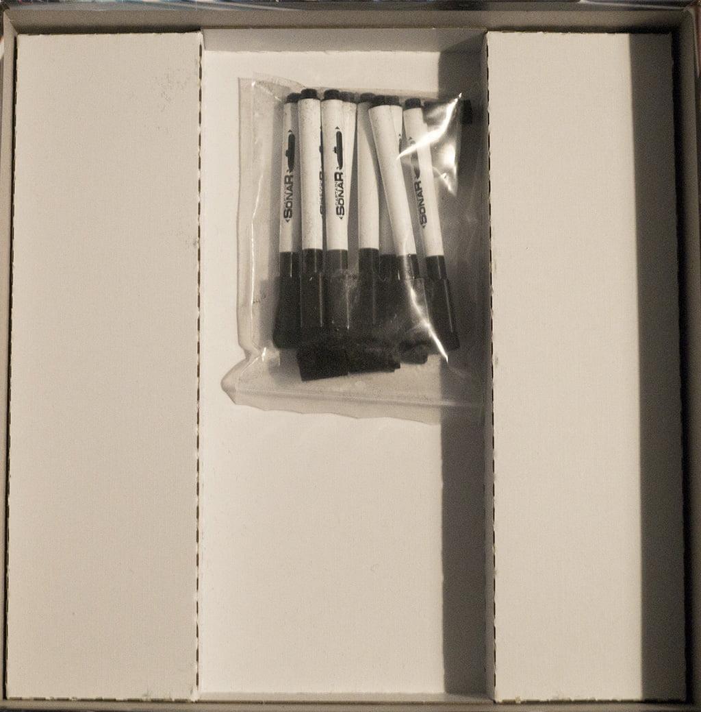 Tolte tutte le (infinite) plance e i vari schermi protettivi, all'interno della scatola resta solo questo...