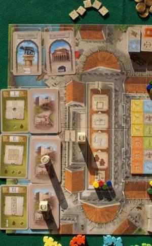 La zona con la colonna traiana e le carte Traiano