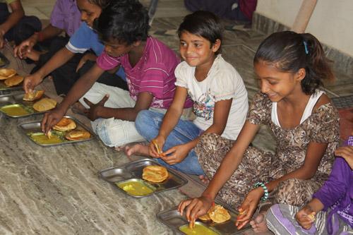Drei Mahlzeiten am Tag – Ist das wirklich Luxus für Kinder? – 11 Jun 13