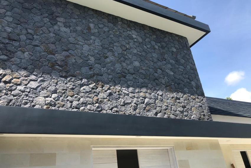 15 Outside Top Stone wall