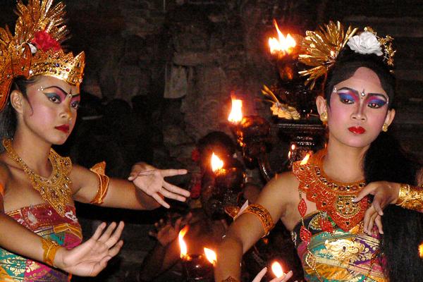 danses-traditionnelles-kecak-bali