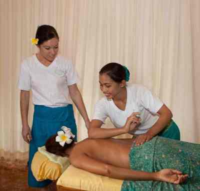 Bali BISA tutor demonstrating the power of the elbow in massage. 5-day Balinese Massage course will give you all the theoretical and practical skills to give this globally popular massage as a professional or just a treat to friends and families.
