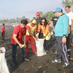 Rochineng Ajak OPD Bersih-Bersih Pantai