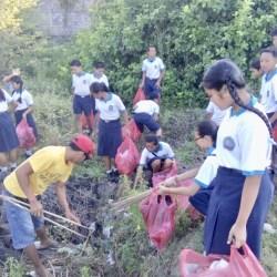 Bersih-Bersih di Pantai Purnama Libatkan Semua Lapisan Masyarakat