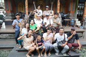 Sudikerta Sambangi Wayan Tuges, Pembuat Gitar Terkenal Dunia