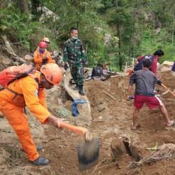 Ribuan Personel TNI Bantu Evakuasi Korban Gempa Lombok