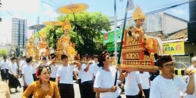 Upacara Munggah Deha Teruna, Terjaganya Tradisi Leluhur di Tengah Modernisasi