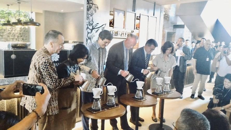 """Starbucks Resmikan """"Starbucks Dewata"""", Gerai Terbesar di Asia Tenggara"""