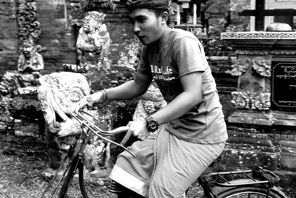 Having Tour in Bali by Riding The Vintage Bicycle 01