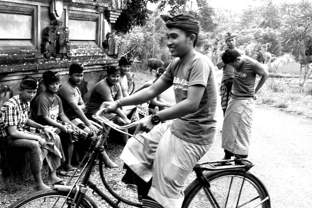 Having Tour in Bali by Riding The Vintage Bicycle 07