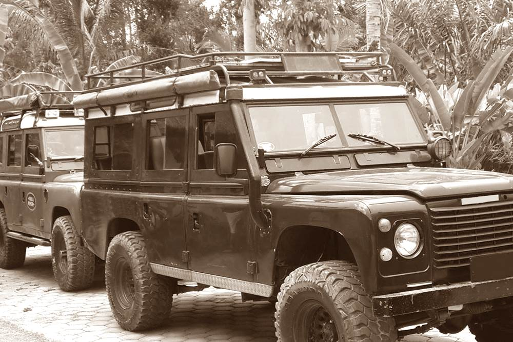 Rent Land Rover in Bali Kuno 02