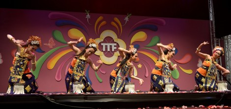 balinesedansgroep-dwibhumi-taripujabhumi-tongtongfair2015