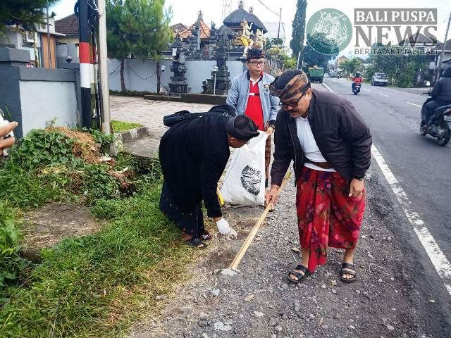 Pemkab Tabanan kembali menggelar kegiatan Semesta Berencana Bali Resik Sampah plastik, Minggu, (19/05) pagi.