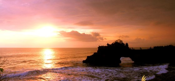Batu Bolong Temple Sunset View – Tanah Lot Bali