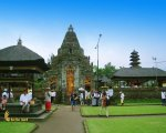 entrance, gateway, ulun danu, bali, bedugul, beratan, temples, ulun danu temple, bedugul bali, places, places of interest, lakes, temple on lake, bali temple on lake