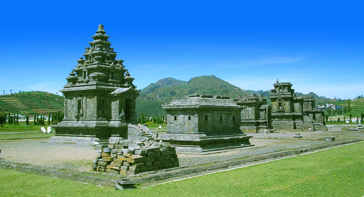 Solo Borobudur Dieng Tours YOG-11 | Java Tour Packages