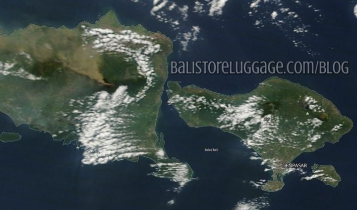 Sattelite image of Mount Raung and ash cloud over Bali