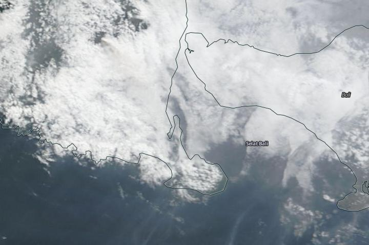 ash cloud closes Bali airport
