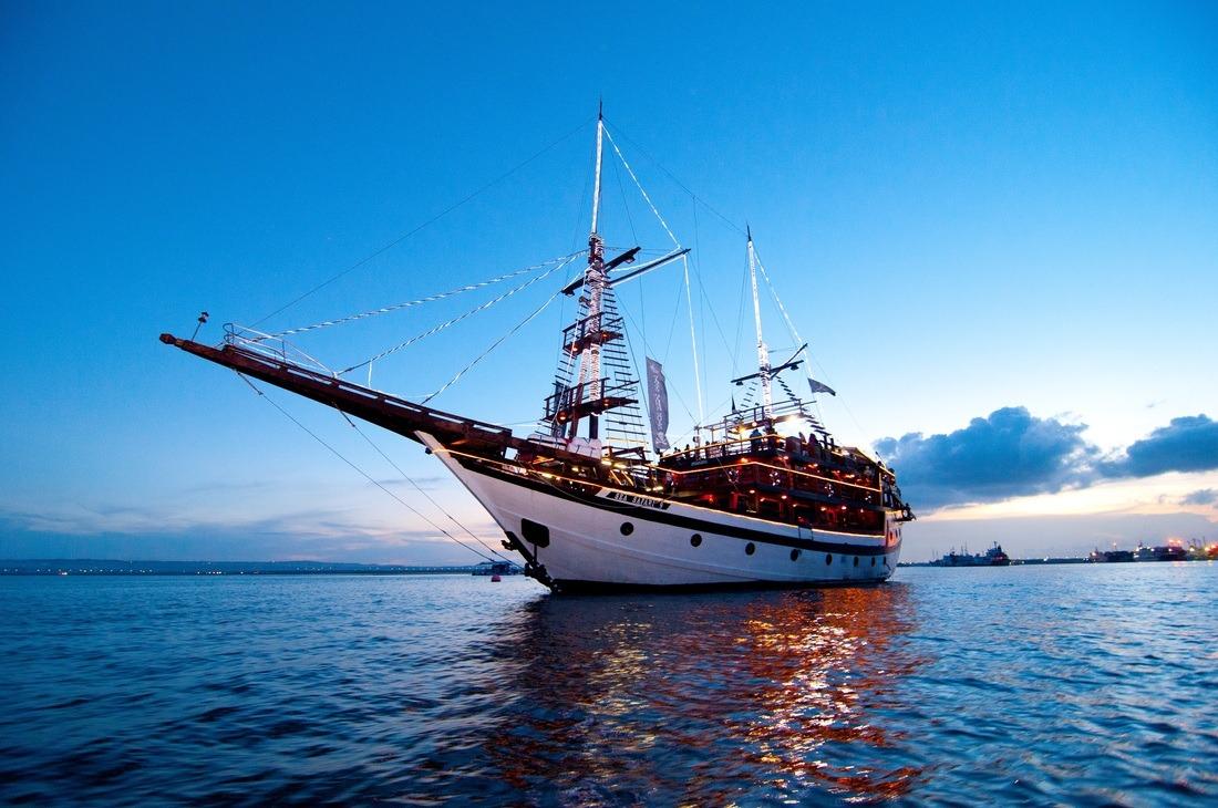 pirate dinner bali cruise