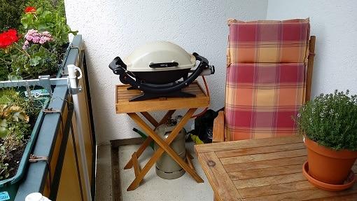Grillen auf dem Balkon mit einem Weber Q100 Gasgrill