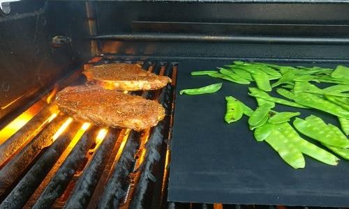 Weber Elektrogrill Fleisch Klebt : Bbq grillmatte aus teflon grillen auf dem balkon und der terrasse