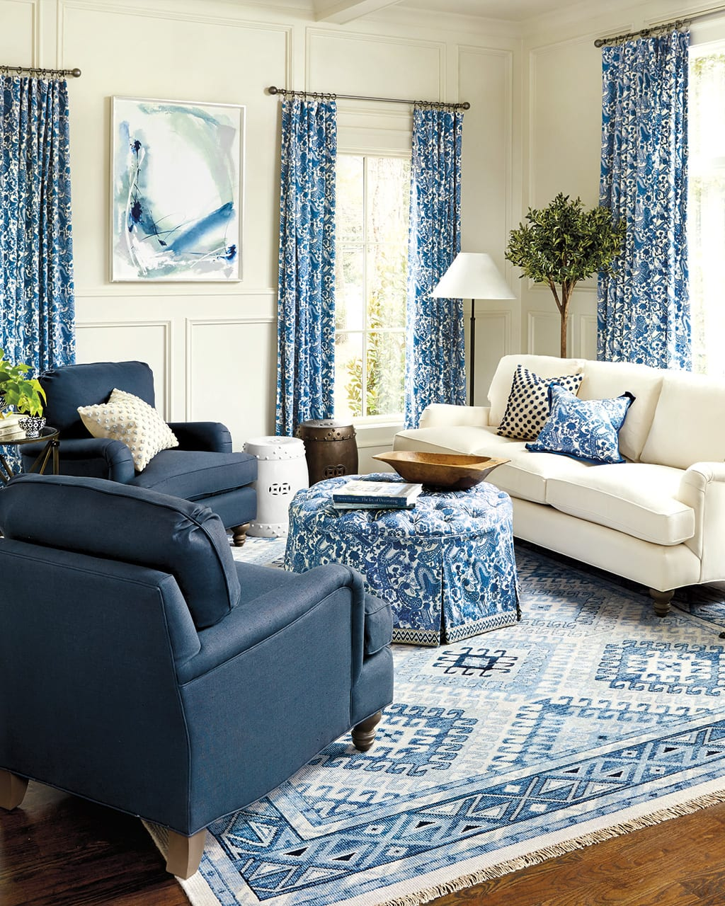 Turn your living room into a lovely space that's relaxing yet functional by selecting the right lighting. 10 Living Rooms Without Coffee Tables | How to Decorate