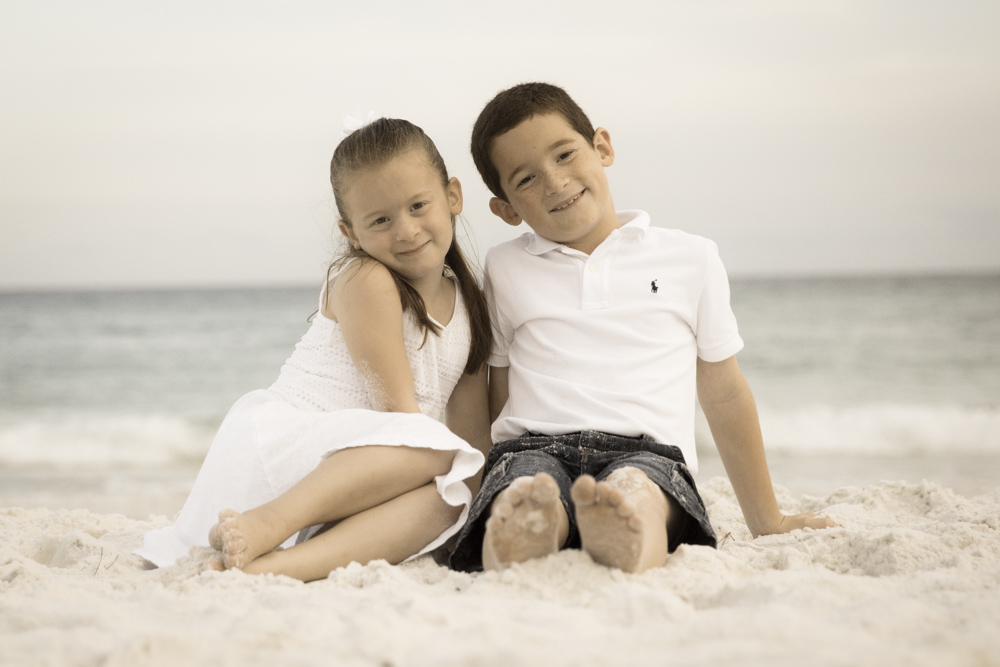 Family Beach Photos with Kids using the Canon 5D Mark III with the Strato II Remote
