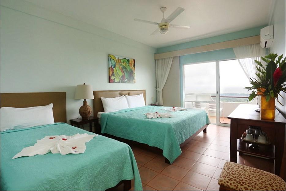 Vista Ballena Hotel antes Whales and Dolphins, puesta de sol en el paraiso