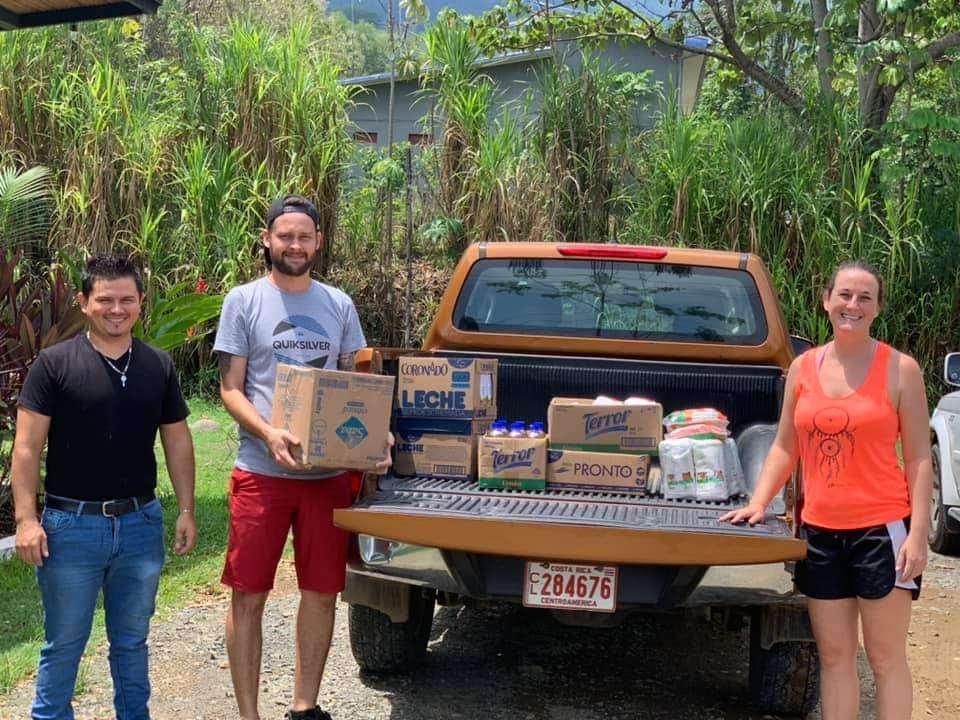 Revista y Guía de Viajes, Pacífico Sur Costa Rica, Bahía Ballena, unida por la Crisis