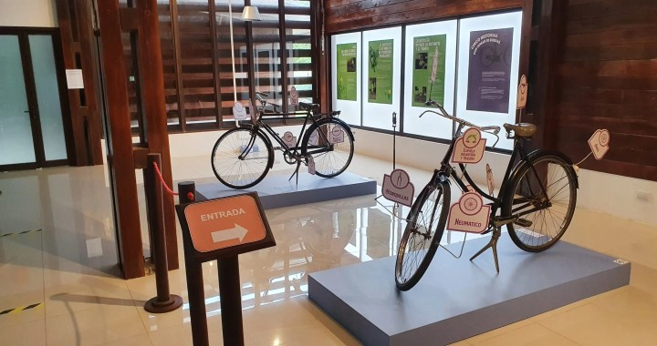 travels by bicycle