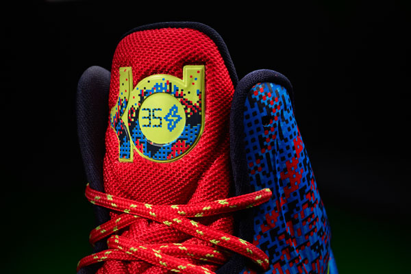 252f3b0747a8 Nike Unveils Christmas Colorways For Kobe 8