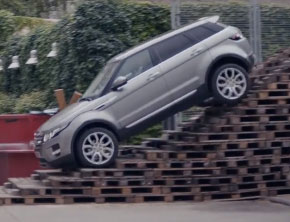 2014 Range Rover Evoque Shows Off-Road Handling With Surprise Short Cut (Video)