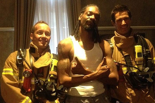 Snoop Dogg with Australian firefighters