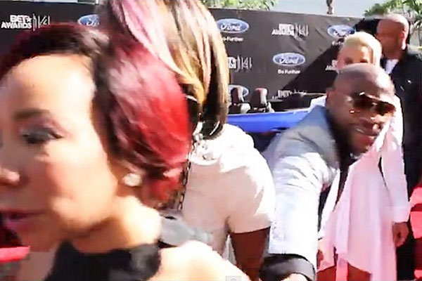 Floyd Mayweather tries to greet Tiny at BET Awards