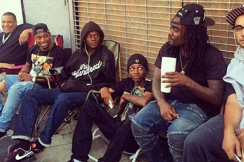 Wale hanging with sneakerheads outside Supreme LA