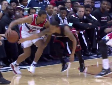 NBA Highlight: Andre Miller Fakes Pass, Sinks Layup