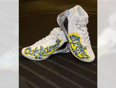 Game-Worn Stephen Curry Shoes Fetch Record $30K